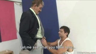 Kinky daddy gets his cock serviced by gay guy
