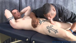 Tattooed Dude Gets Slow Handjob