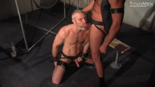 Anthony London Gives a Big Cock to Thor