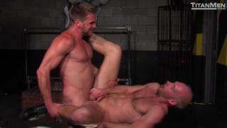 sexy Hans Berlin fucks Mike Tanner's ass