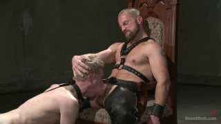 bearded house dom uses slave #860