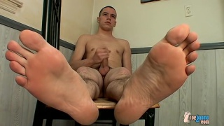 straight boy with wrinkled soles beating off