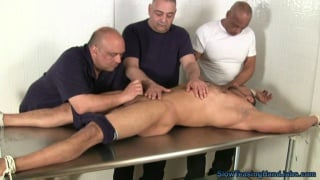muscle hunk gets 3-man handjob