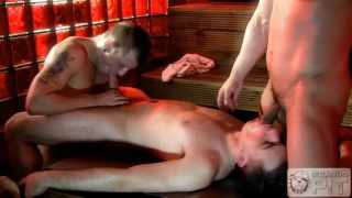 3 euro studs play in steam room