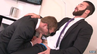 Jarec Wentworth fucks Jay Austin in hotel suite