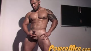 inked muscle hunk keo banks