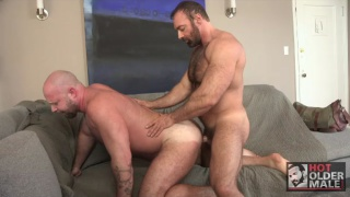 brad kalvo gets his dick serviced by hungry bottom