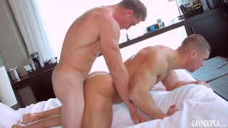 muscle hunks hit it off in hot fuck session
