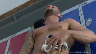 muscle daddy jerking off in locker room