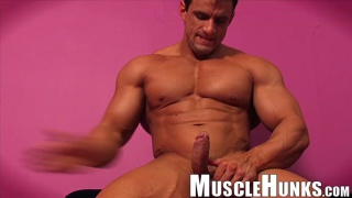 never-shy muscle hunk Macho Nacho