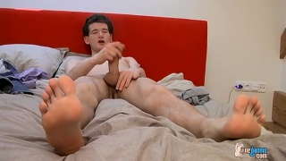 twink nate has sexy feet