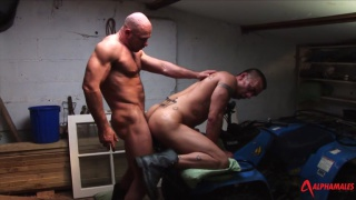 muscle hunk Axel Ryder fucks Lee Heyford