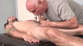 inked mike fox gets a blowjob