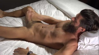 Lucas Knowles jacks his big dick in bed