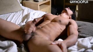 18-year-old inspiring bodybuilder strokes his cock
