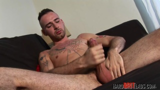 blue-eyed irish lad jacks his dick