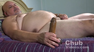 chub daddy dildo fucks his own ass