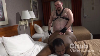 leather chub fucks black bottom's ass