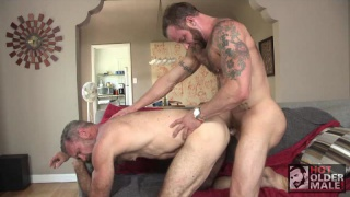 muscle bear daddies blow off their trainer to fuck