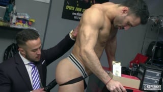burly ALEX GRAHAM fucks flex's beefy ass
