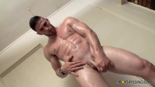 Elijah Knight's piss play in the shower
