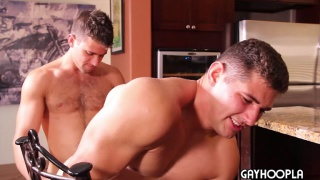 Cole money seduces Max summerfield with his mouth