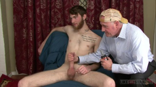 straight ginger guy gets his big dick worshipped