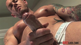Harley Everett jacks his big-nobbed cock