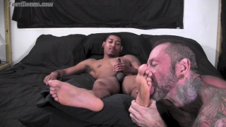 straight guy gets his size 9 1/2 feet worshiped