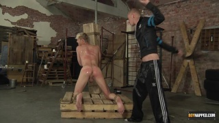 A Butt Beating Fuck For Kris blent