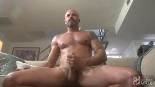 Muscle daddy Dave Rex strokes his big fat cock