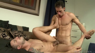 Armando De Armas fucks Hunter Vance