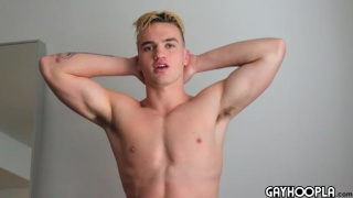 muscle stud Jackson Knight jacks off