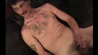 construction worker from Georgia jerks his cock