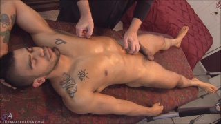 inked hunk izzy blows his wad on massage table