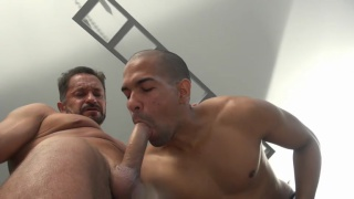 daddy fucks black guy in the gym