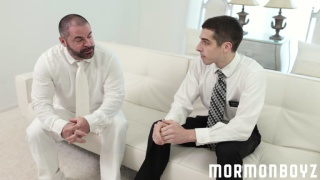 bearded mormon daddy fucks well-hung stud