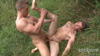 Tomas Decastro Bare fucks Arnold Veransk on the grass
