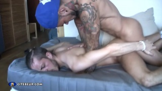 inked latin top in baseball cap fucks french ass
