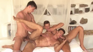 muscle jock lovers have steamy threeway
