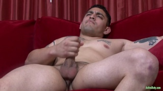muscle stud loves hooking up