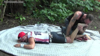 muscle stud gets his adorable size 8 feet worshipped