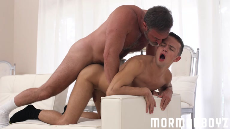 Daddy boyz eat a hole and have bare sex