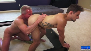 grey-haired buff daddy bare fucks a younger lad