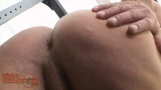 Gym guy wanks and shows ass