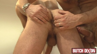 landlord gets his dick serviced