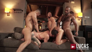 guy invites three friends over for a bareback fourway
