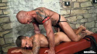 inked muscle daddy pounds a bottom hard