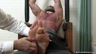 Muscle Man Gets his Size 13 Feet Tickled