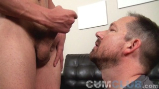 Lean Straight Stud Blows his Jizz in Cocksucker's Mouth